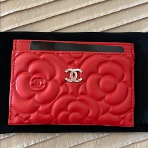 Brand New Chanel Camellia embossed card case - red